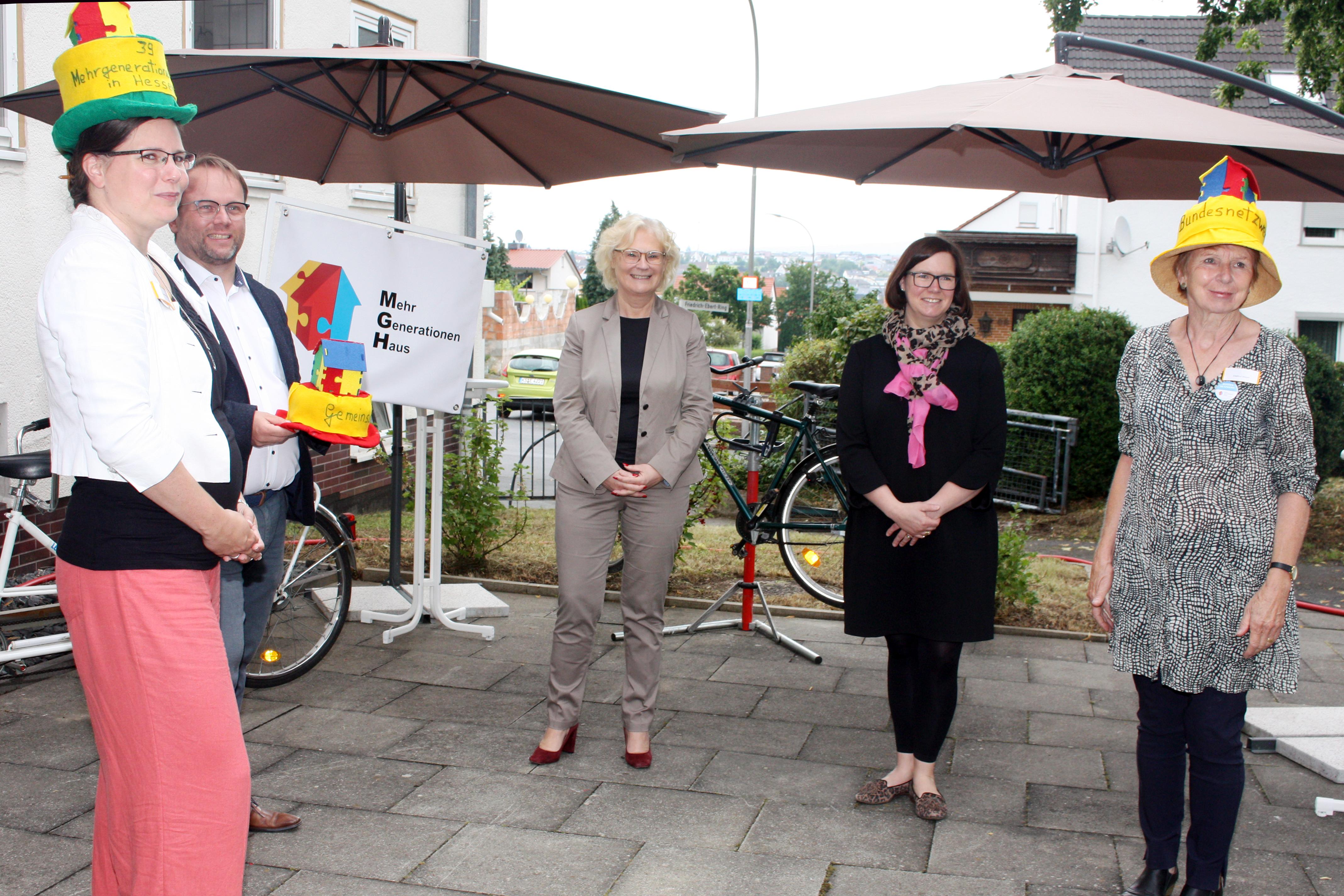 Gruppenfoto mit Bundesfamilienministerin Lambrecht