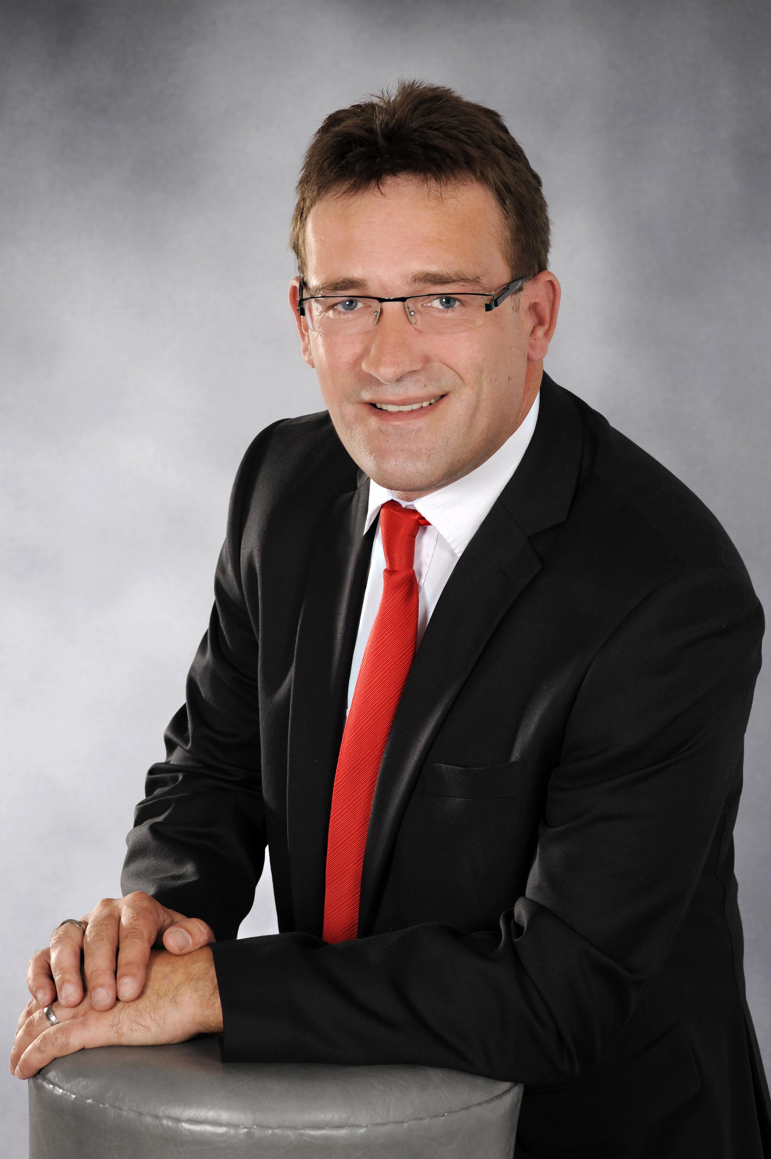 Porträtfoto des Bürgermeisters von Roßleben, Steffen Sauerbier.