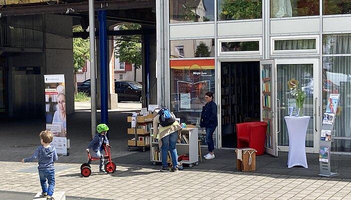 BücherEcke vor dem MGH Pliensauvorstadt, Esslingen