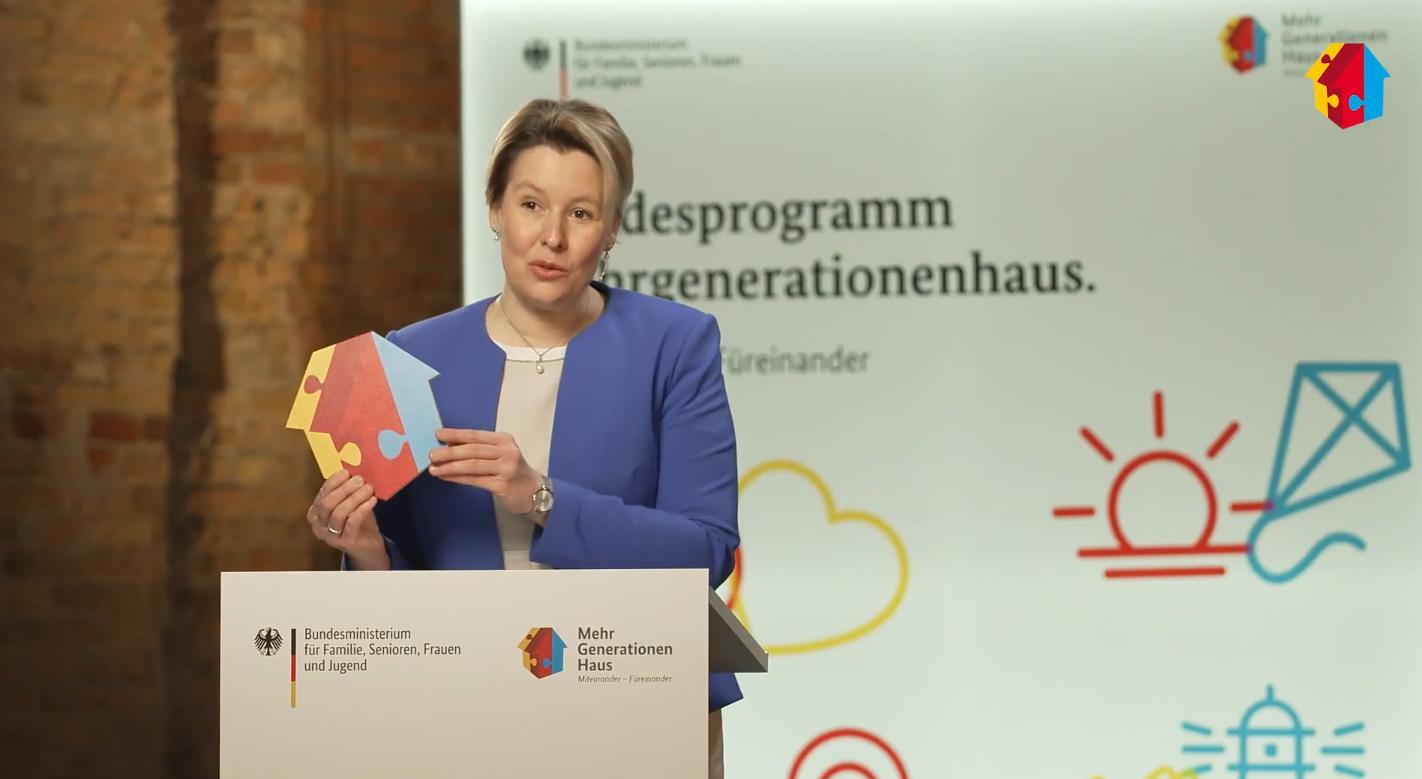 Aufnahme der Ministerin Franziska Giffey während ihrer Rede bei der Auftakveranstaltung des Bundesprogramms Mehrgenerationenhaus.